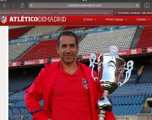 paco-lobato-entrenador-atletico-de-madrid-trofeo